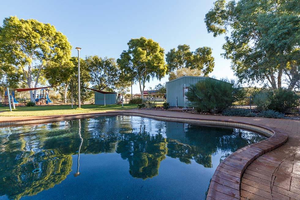 Kings Canyon Resort Swimming Pool